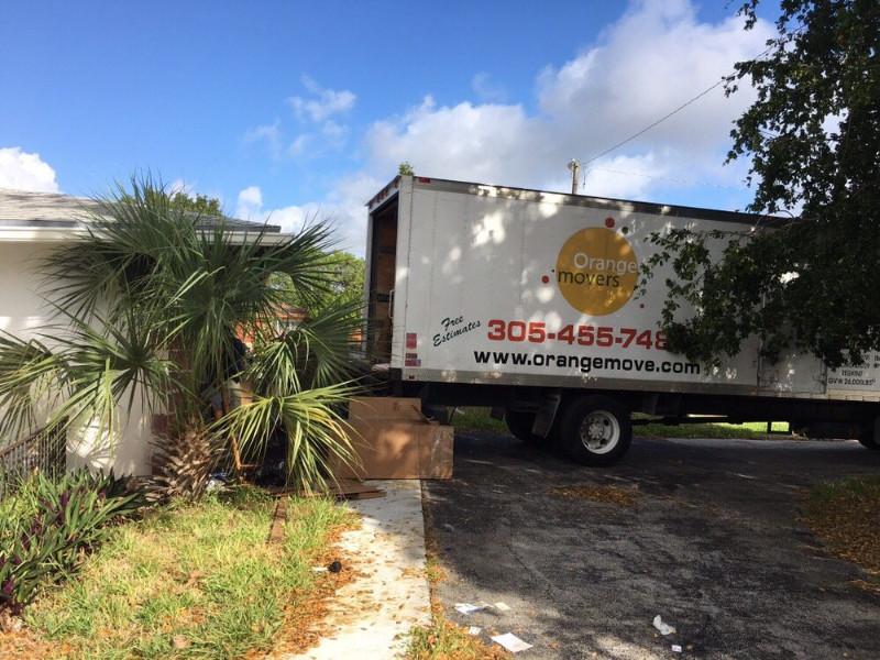 north-miami-beach-movers-_-Orange-Movers-Miami-1000x750-JPG